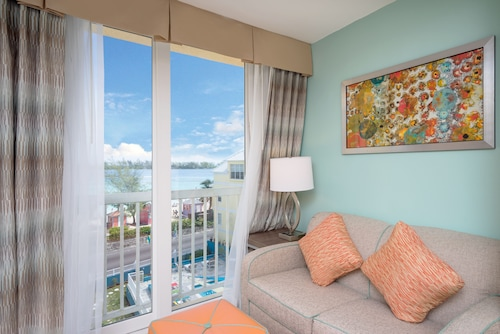 Holiday Inn Express & Suites Nassau,