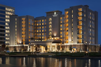 伍德蘭休蘭汀希爾頓大使套房飯店 Embassy Suites by Hilton The Woodlands at Hughes Landing
