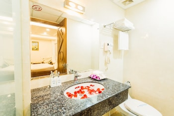 Saigon Sparkle Hotel - Bathroom  - #0