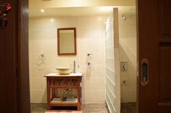 Tribal Hills Mountain Resort Puerto Galera Bathroom