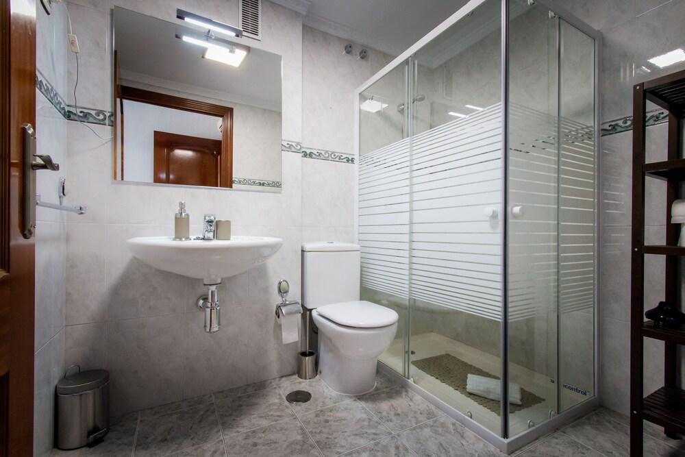 https://i.travelapi.com/hotels/12000000/11940000/11931500/11931470/0a3507c4_z.jpg