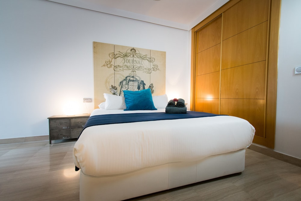 https://i.travelapi.com/hotels/12000000/11940000/11931500/11931470/5e7798c4_z.jpg