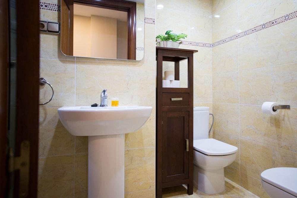 https://i.travelapi.com/hotels/12000000/11940000/11931500/11931470/722f7c70_z.jpg
