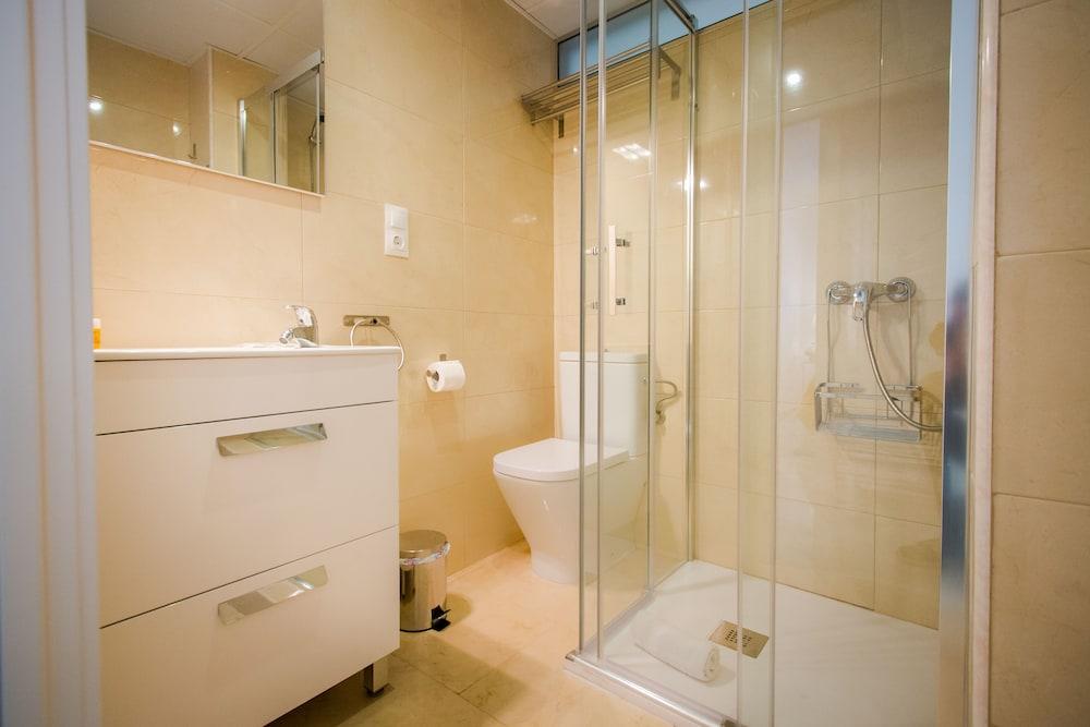 https://i.travelapi.com/hotels/12000000/11940000/11931500/11931470/785deff1_z.jpg