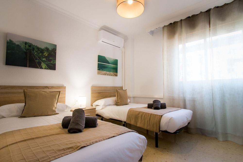 https://i.travelapi.com/hotels/12000000/11940000/11931500/11931470/a736c021_z.jpg