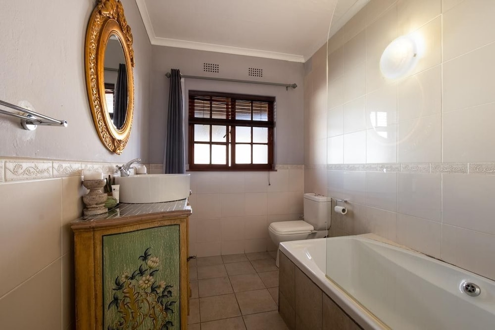 https://i.travelapi.com/hotels/12000000/11940000/11931800/11931751/78074646_z.jpg