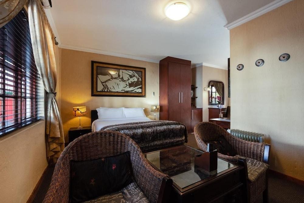 https://i.travelapi.com/hotels/12000000/11940000/11931800/11931751/95f2089a_z.jpg