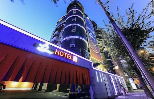 Show Hotel, Cheongju