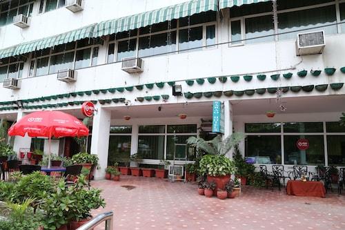 OYO 821 Sarao Hotel, Sahibzada Ajit Singh Nagar