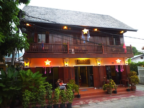 Pakhongthong villa Saynamkhan Vat Nong, Chomphet