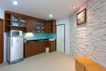 3 Bedroom Apartment with Sea View (Free WIFI in room)