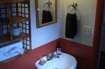 Elden Trails Bed and Breakfast - Bathroom  - #0