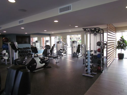 Apartment with Full Amenities - Miracle Mile, Los Angeles