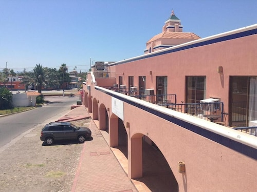 . Los Jitos Hotel & Suites