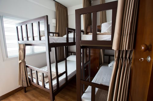 Tini Kati Hostel - Silom Bird House, Bang Rak