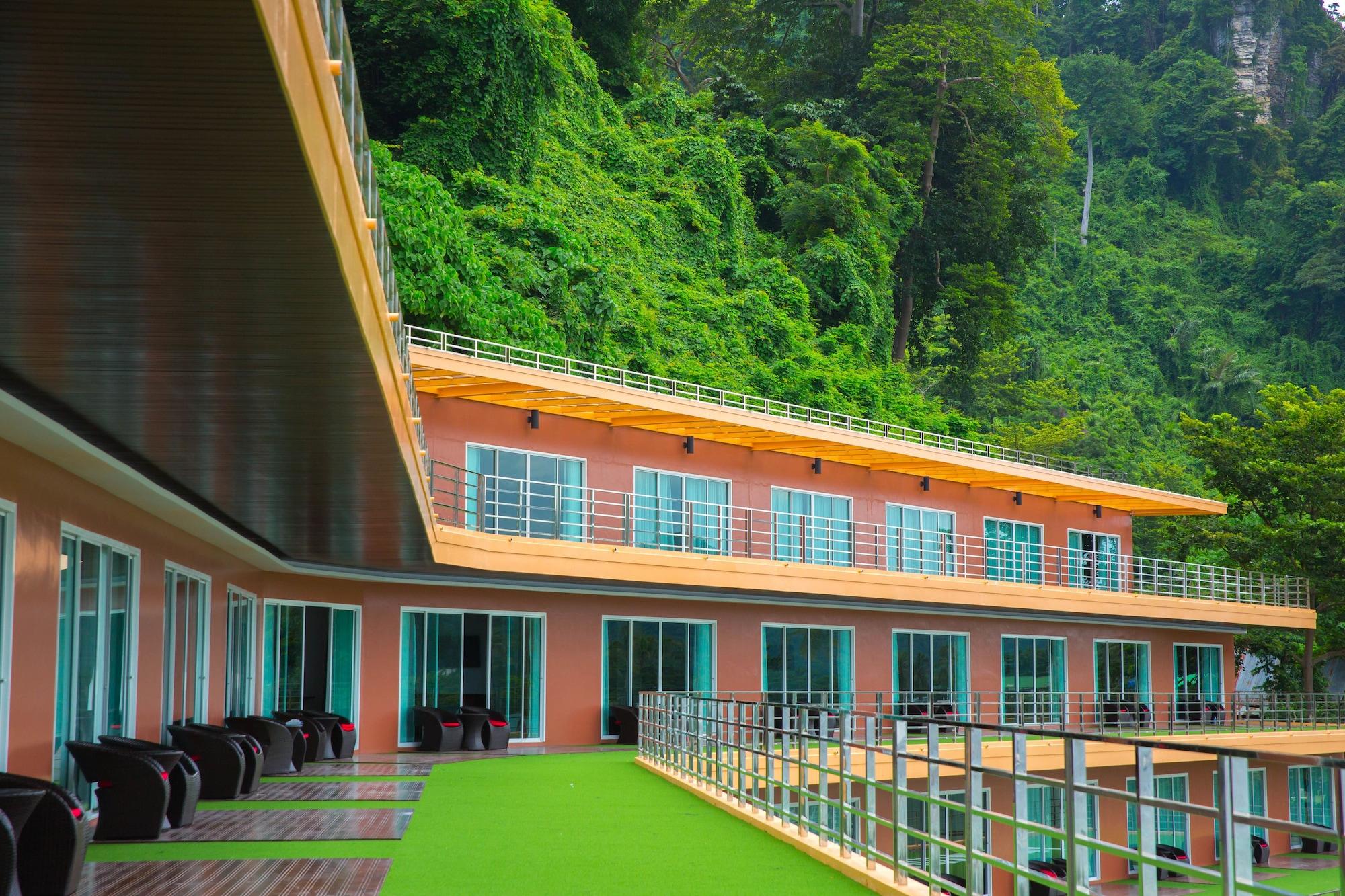 Phi Phi Cliff Beach Resort, Muang Krabi