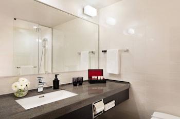 COURTYARD BY MARRIOTT SHIN-OSAKA STATION Bathroom
