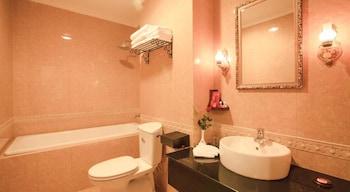 Den Long Do Hotel & Restaurant - Bathroom  - #0