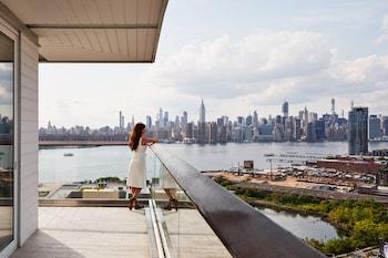 Suite, Accessible, Corner (Gotham, Warparound Balcony)