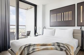Deluxe Suite, Balcony, Corner (Wraparound Balcony)