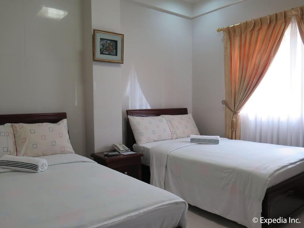 https://i.travelapi.com/hotels/12000000/11980000/11975100/11975080/41316270_z.jpg