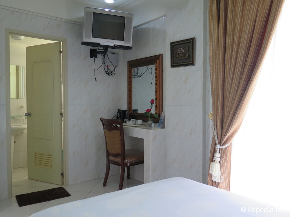 https://i.travelapi.com/hotels/12000000/11980000/11975100/11975080/5e165609_z.jpg