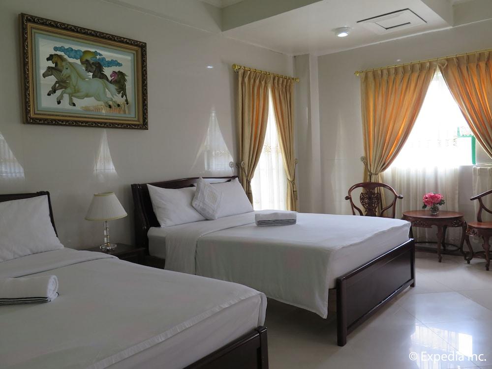 https://i.travelapi.com/hotels/12000000/11980000/11975100/11975080/75cd890a_z.jpg