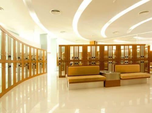 . Uniland Golf & Resort