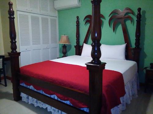 . Glistening Waters Hotel