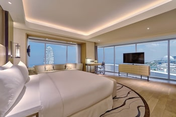 King, Premier Room, 1 King Bed, Bay View