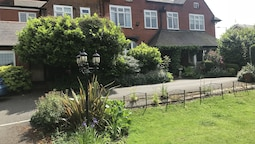 Barons Court Hotel