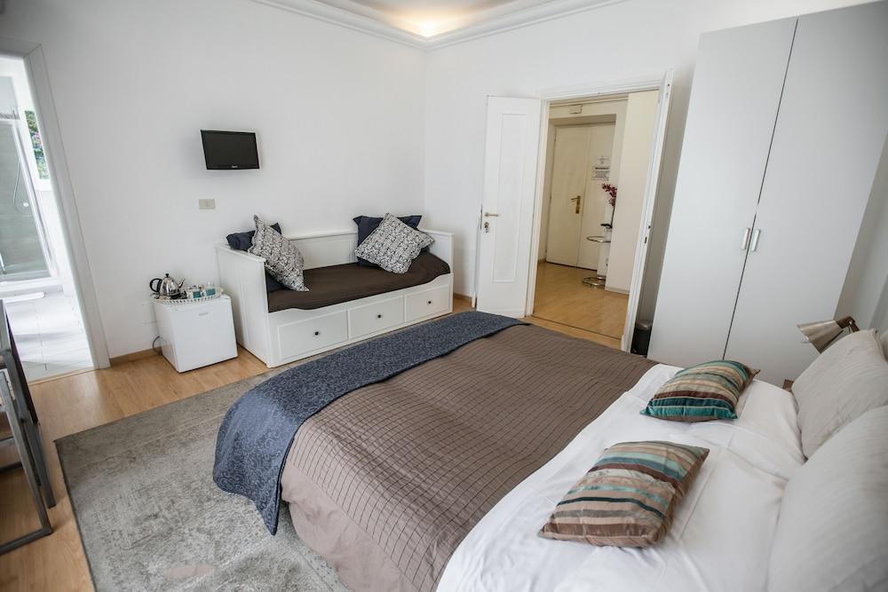 Premium Triple Room (Internal View)