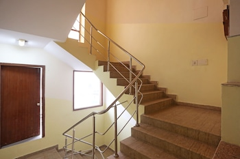 OYO 598 Hotel B K House - Staircase  - #0