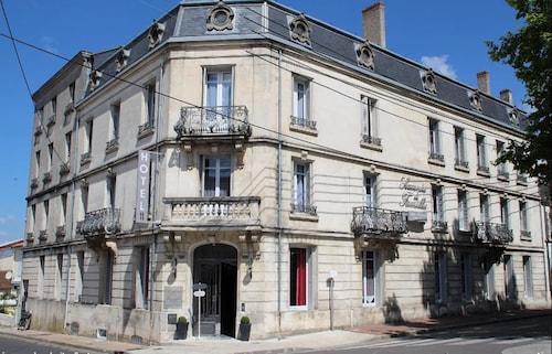 . Hôtel Souvenirs de Familles