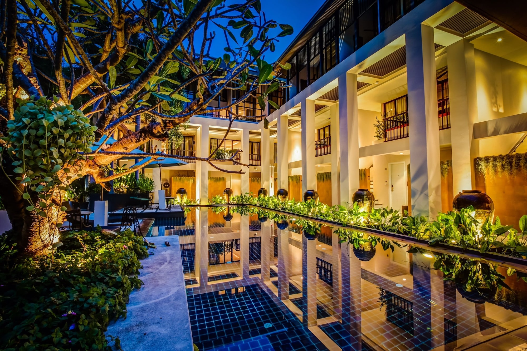 Manathai Surin Phuket, Pulau Phuket