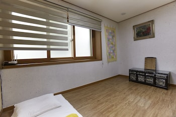 Korean Style Double Room with Private Shower Booth and Toilet (Free Korean Style Breakfast)