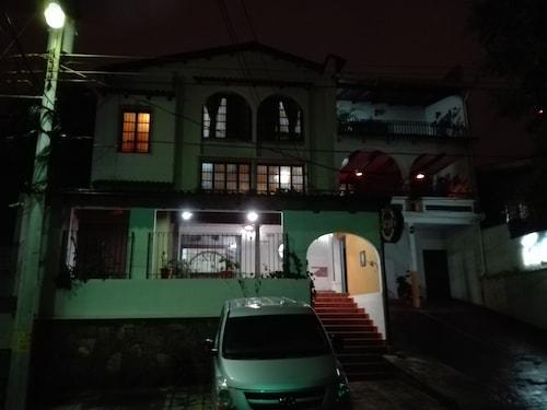 President House Hotel, Distrito Central