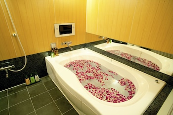 HOTEL & SPA LOTUS – ADULTS ONLY Jetted Tub