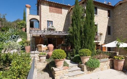 Villa Nova, Siena