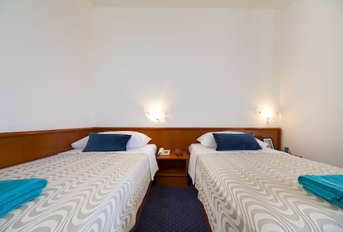 . Hotel Laguna