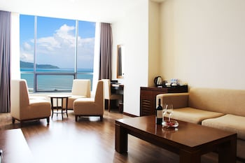Deluxe Room, Sea View (with 60m Spa Treatment or Dinner)