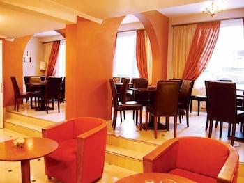 https://i.travelapi.com/hotels/13000000/12080000/12071800/12071778/f8c5292a_b.jpg