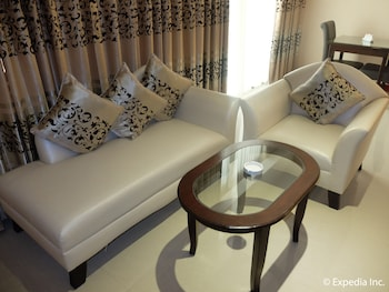 Central Park Tower Resort Angeles Living Area