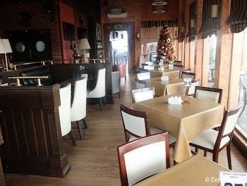 Central Park Tower Resort Angeles Restaurant