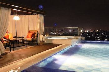 Central Park Tower Resort Angeles Rooftop Pool