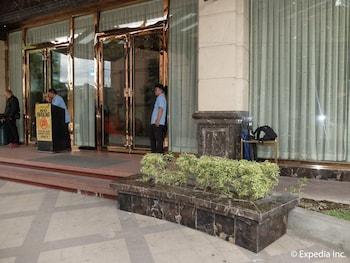 Central Park Tower Resort Angeles Hotel Entrance