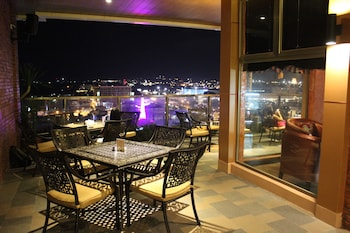 Central Park Tower Resort Angeles Outdoor Dining