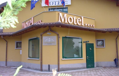 . Adda Hotel