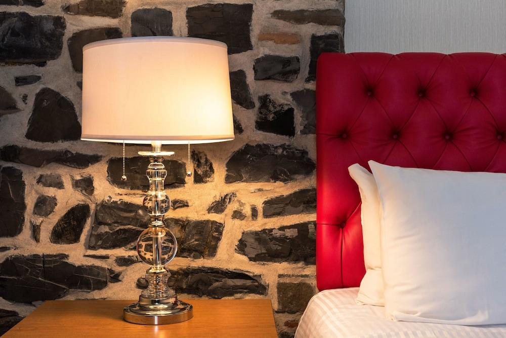 https://i.travelapi.com/hotels/13000000/12090000/12080900/12080862/84094dc1_z.jpg