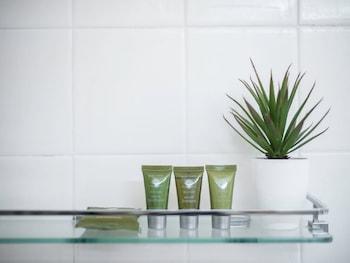 Apartment2c - Somerset - Bathroom  - #0